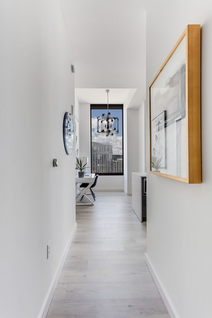 Image of the Entryway of Lilli Midtown Apartment.