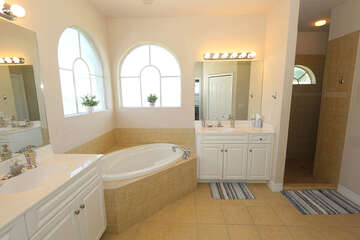 Ensuite Master bathroom with double sinks, shower and Soaking tub