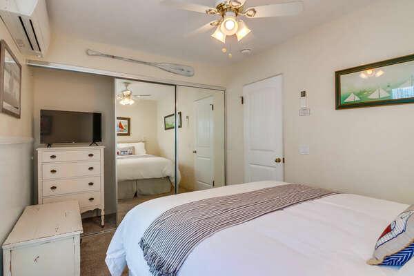 Guest Bedroom, Queen - First Floor