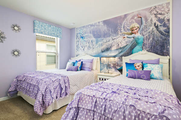 Your little princesses will love this snowy bedroom