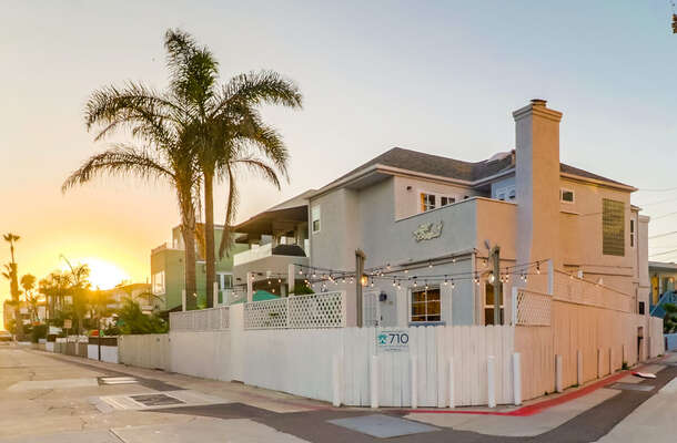 Exterior Picture of our South Mission Beach Rental.