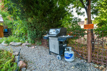 Shared Grill and Garden Area at Moab Places to Stay