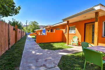 Exterior Shared Yard at Kokopelli Inn Towner #4