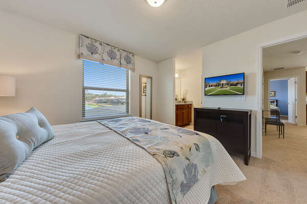 Featuring a queen bed, shared bathroom and TV