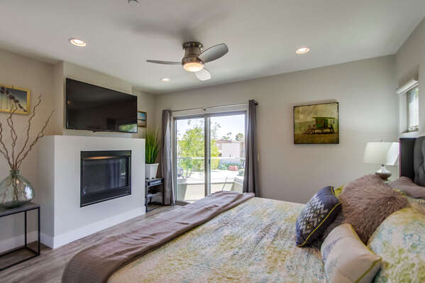 Master Bedroom Includes a Cali King.