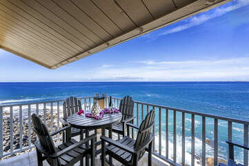 Lanai offers views & outside dining