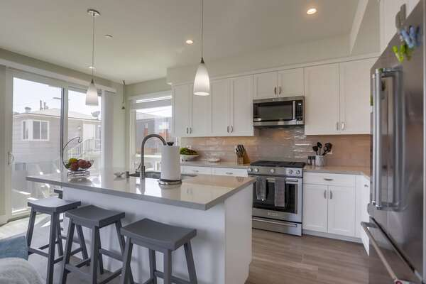 Kitchen and Breakfast Bar with modern appliances and ample space.