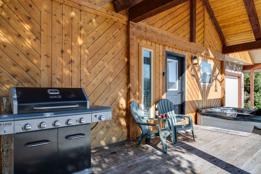 Huckleberry Hollow ~ hot tub and gas grill