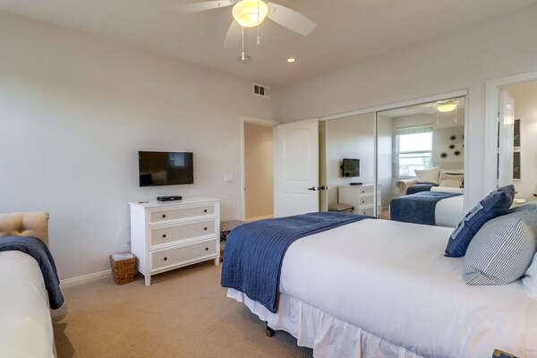 Guest Room - Queen Bed + Twin Daybed with Twin Trundle