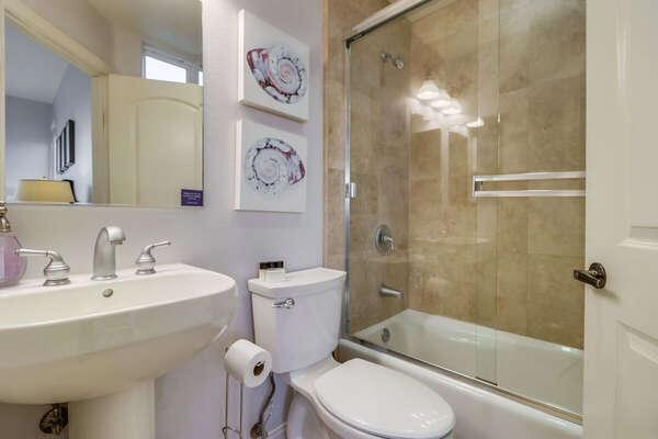 Guest Room En-Suite Bath