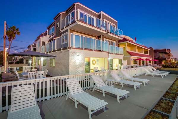 Beautiful Oceanfront Property with Spacious Patio!