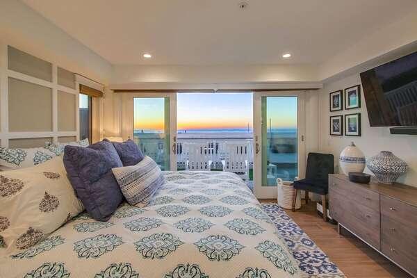 Oceanfront Views from Master Bedroom - King Bed with TV & En Suite Bathroom