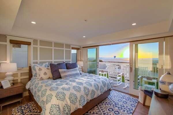 Master Bedroom with Ocean View - King Bed, En Suite Bathroom & TV