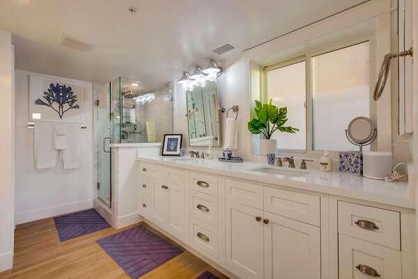 Master Ensuite Bathroom & Dual Sinks
