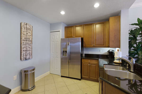 Prepare a snack in the fully equipped kitchen
