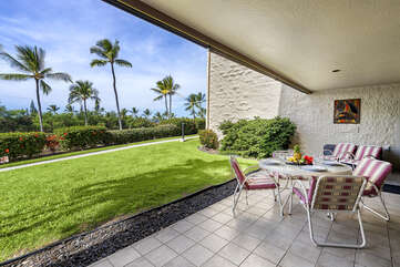 Large lanai with outdoor dining