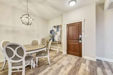 Dining room, seats 4-5