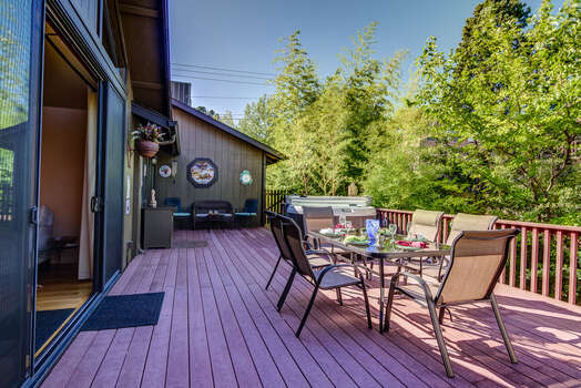 Expansive Deck - Great Gathering Space