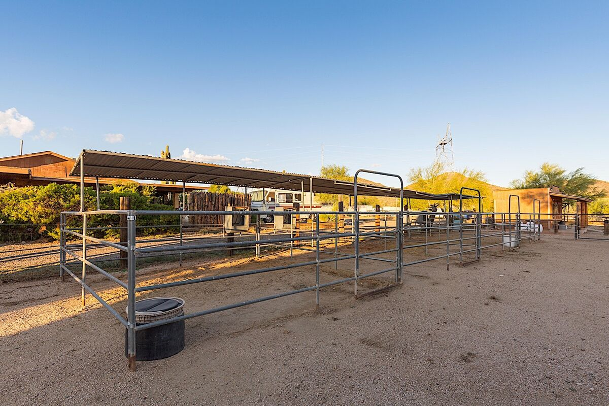 4 Horse stalls available for use - Guest responsible for cleaning stalls prior to checkout