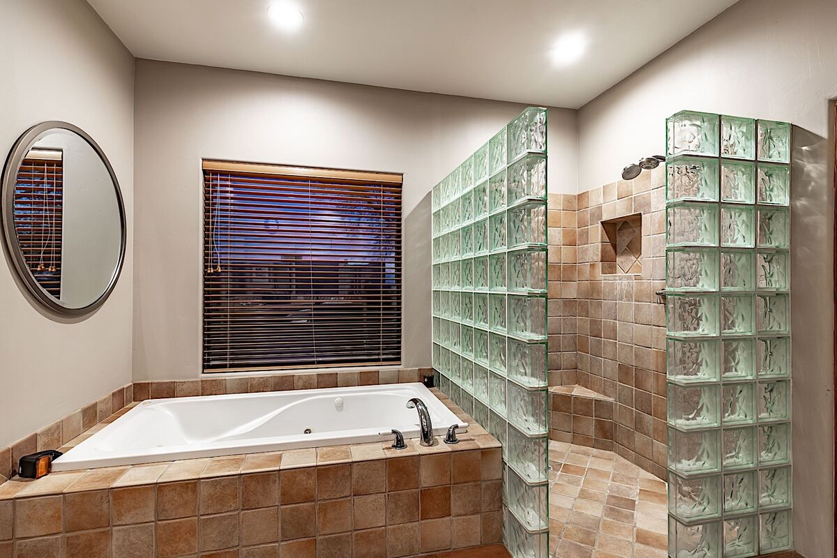 Master bathroom - Jetted tub and separate stand up shower