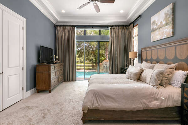 The ground floor mastersuite has direct access to the outdoor patio