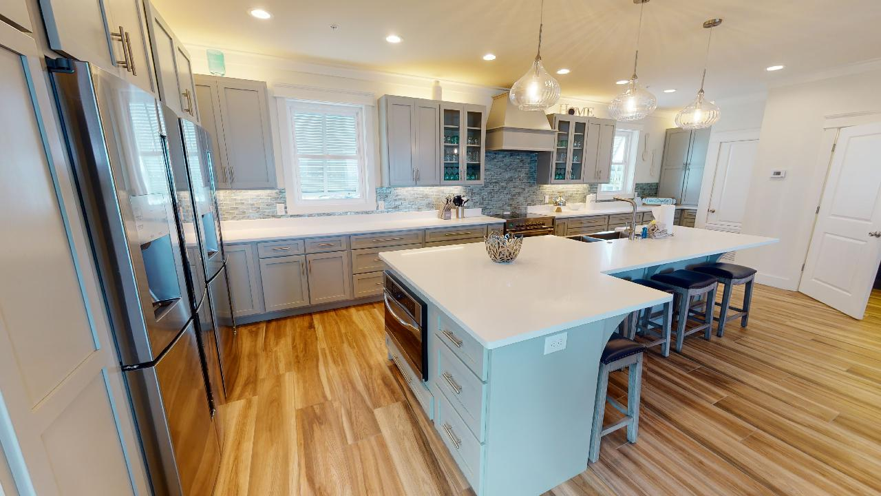 Fully equipped Kitchen with Island seating