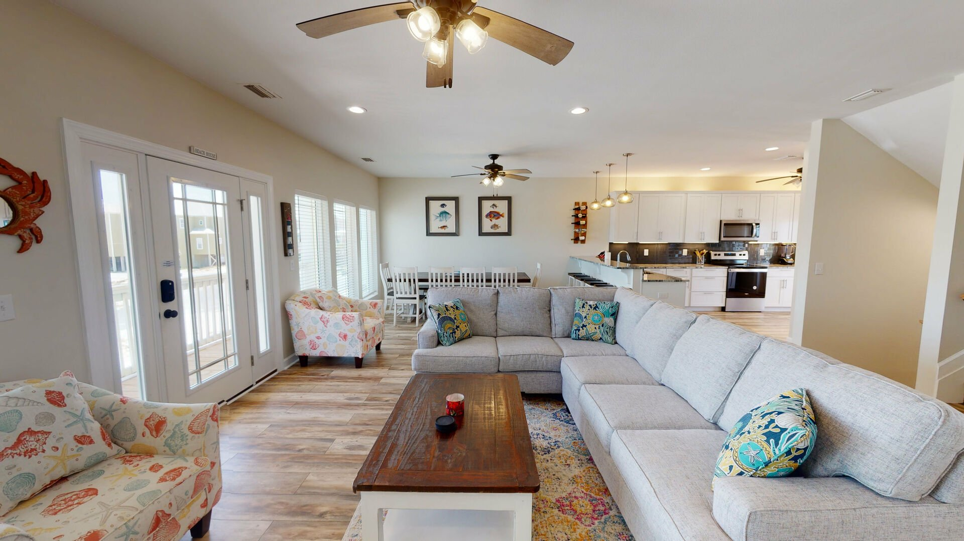 Spacious living area with ample amounts of seating