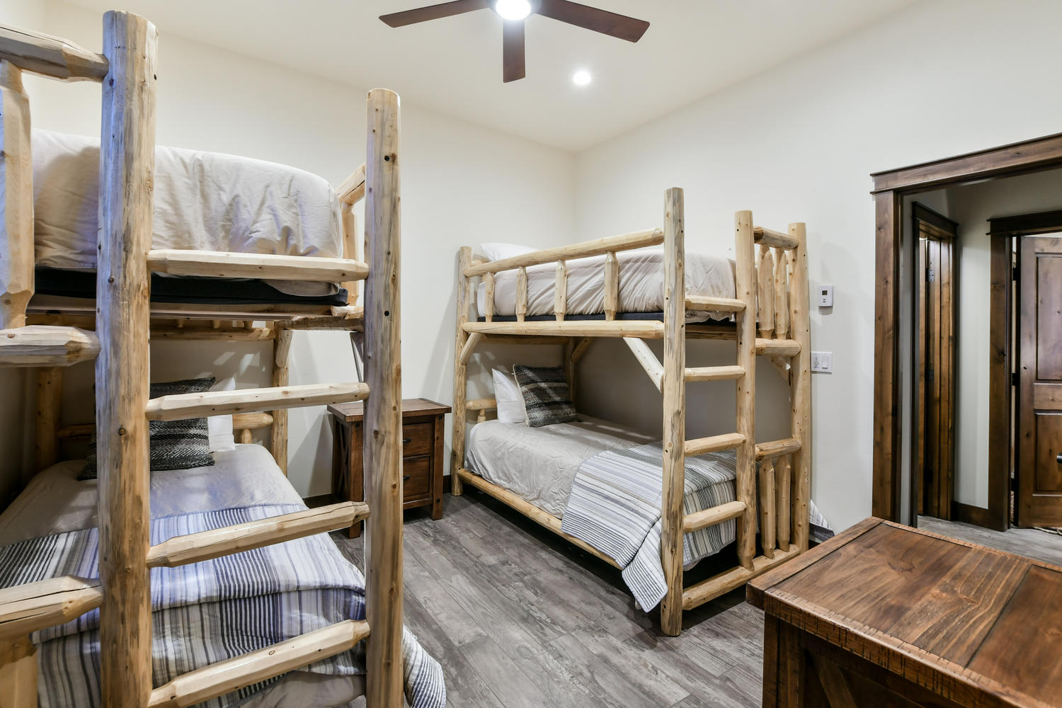 Bunkroom with 4 twin beds