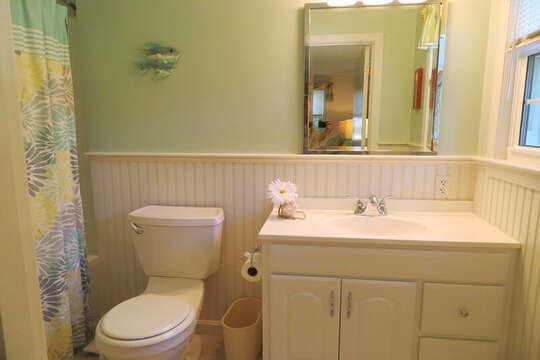 Bedroom#1 En-suite full Bath with shower tub combo. 30 Chatham Crest Drive Chatham Cape Cod - New England Vacation Rentals