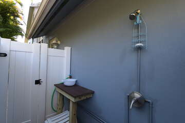 Outdoor Shower & Shelling Station