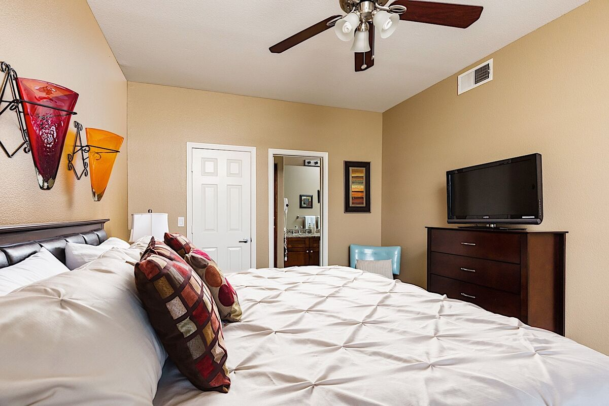 Master bedroom - Flat screen TV with cable