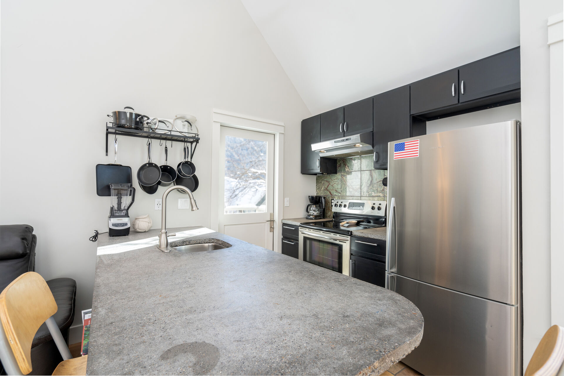 Fully equipped kitchen and seats for 2 with bar stools