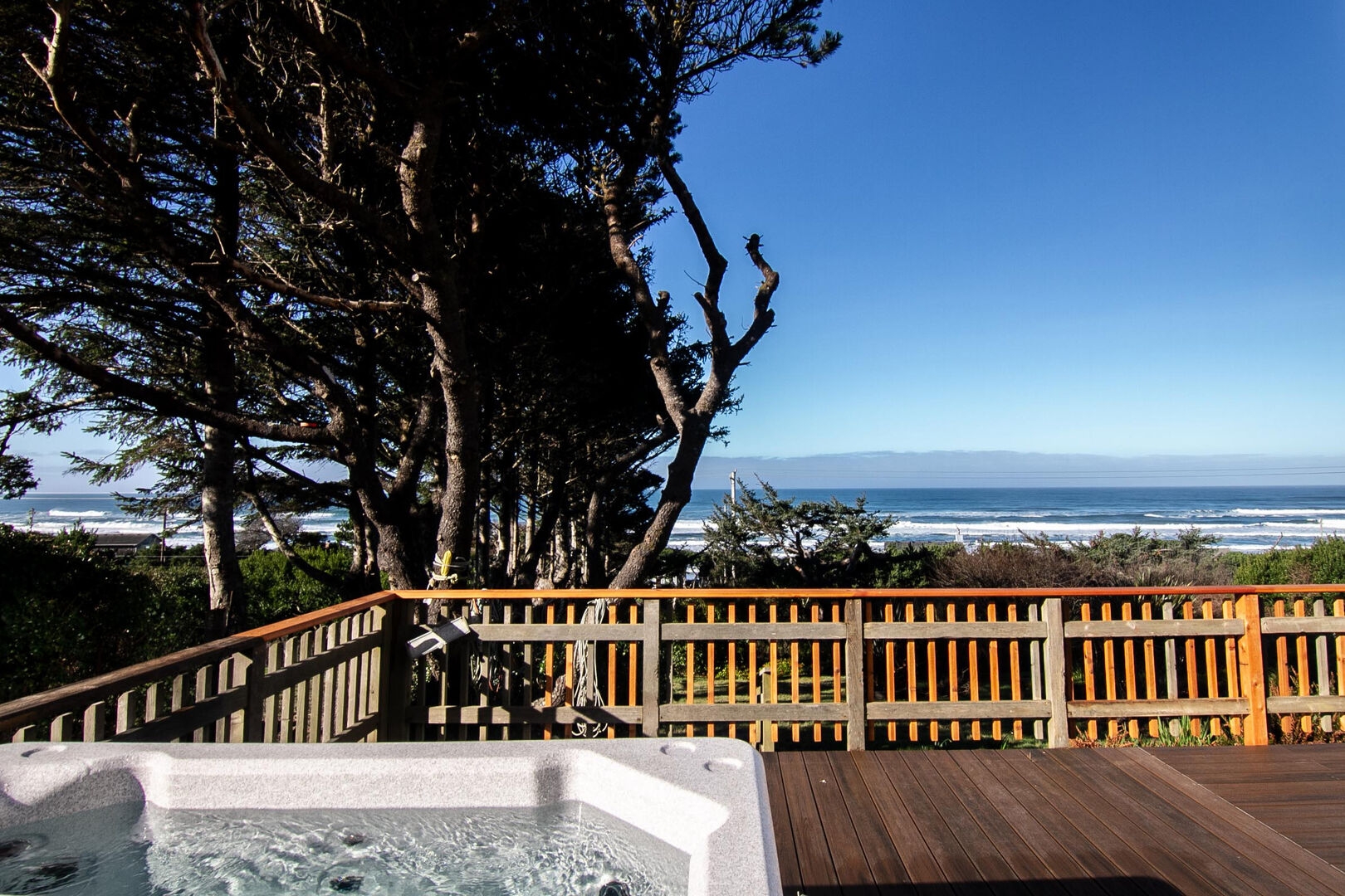 Spectacular ocean views, large deck and hot tub can all be found at Happy Clam.
