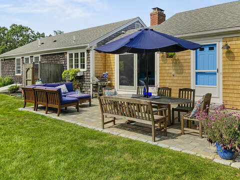 Outdoor lounging couch at 40 Tip Cart Chatham Cape Cod - New England Vacation Rentals