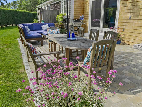 Outdoor dining at 40 Tip Cart Chatham Cape Cod - New England Vacation Rentals