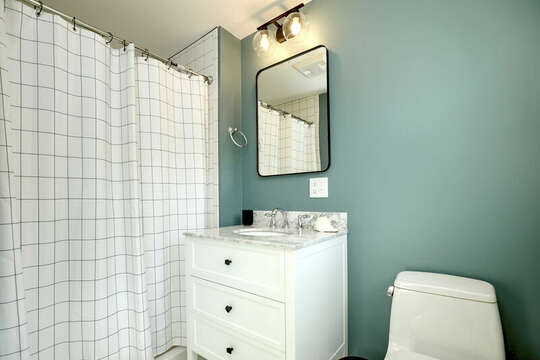 En Suite full bathroom at 40 Tip Cart Chatham Cape Cod - New England Vacation Rentals