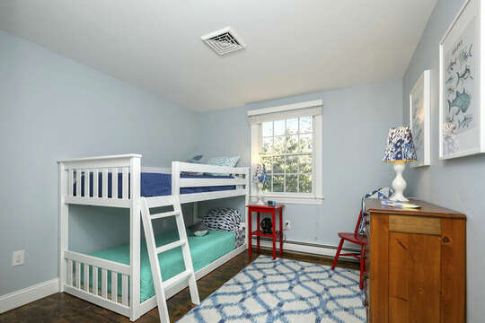 Twin bunkbeds - 40 Tip Cart Chatham Cape Cod - New England Vacation Rentals