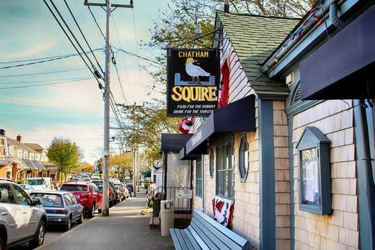 The Squire - Main Street Chatham - New England Vacation Rentals