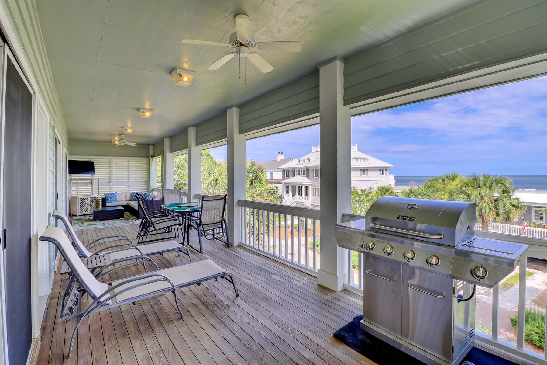 3 burner gas grill, ample seating, staring at the ocean.... Island life is the best life!