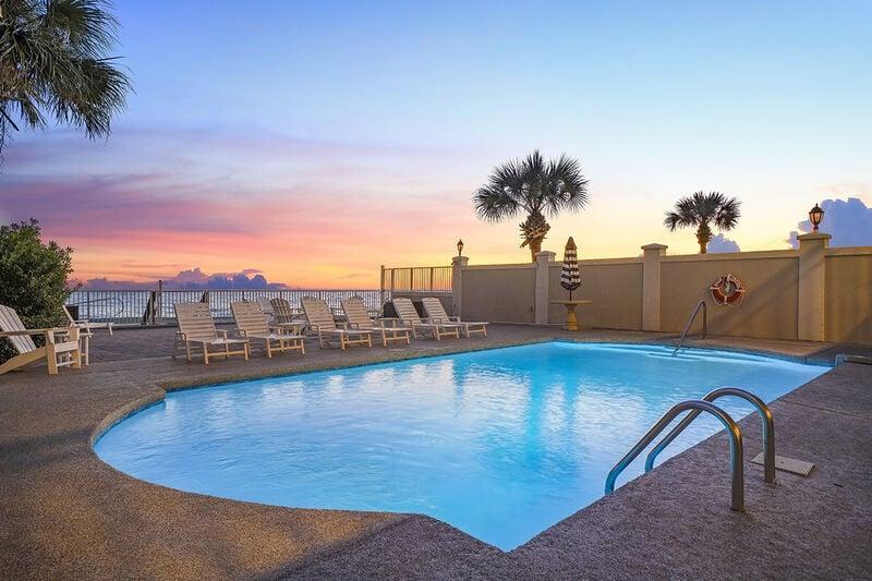 Private Beachfront Pool at Beach Funatics