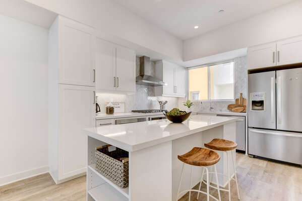 Fully Stocked Entry Level Kitchen with Breakfast Bar