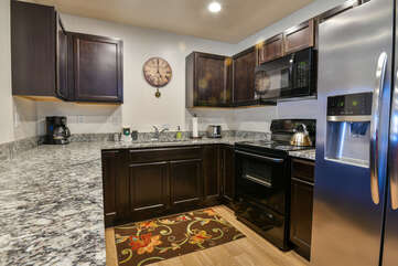 Fully-equipped kitchen with lots of space