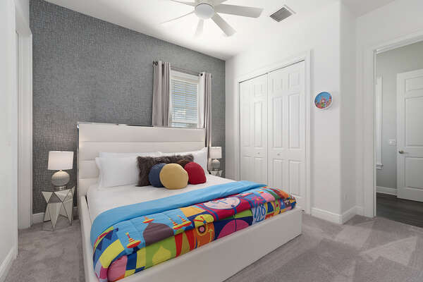 Sleep soundly in this comfortable king bed