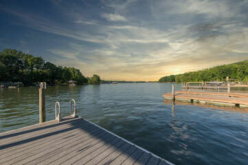 Tranquil setting on cove of Lake Norman - away from the traffic!