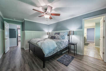 Master bedroom - king bed, attached full bath & large walk in closet