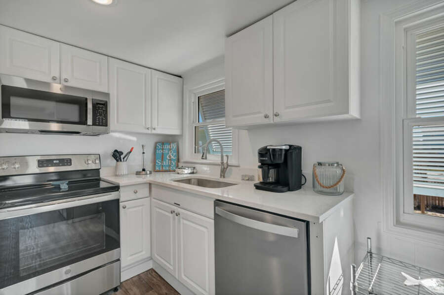 Fully Equipped Kitchen and Breakfast Bar with Additional Seating