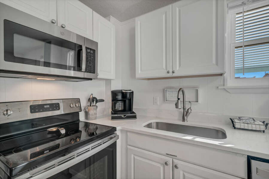 Fully Equipped Kitchen with Seating at the Breakfast Bar
