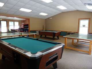 Sapphire Valley Amenities: Ping Pong & Pool Tables