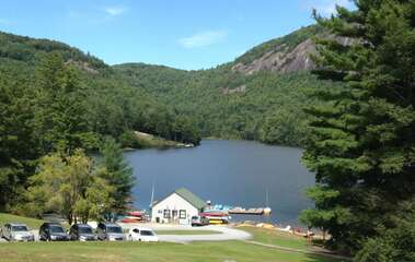 Sapphire Valley Amenities: Fairfield Lake boat rentals, swimming area, walking trail, pavilion, picnic tables