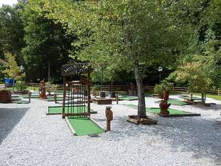 Sapphire Valley Amenities: Outdoor Putt-Putt